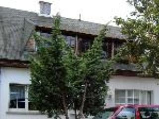 Vacation Apartment in Bernburg - 882 sqft, has small gym and tanning bed, outdoor patio, centrally-located… - Bernburg vacation rentals