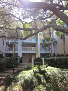 4 story Beachwood complex surrounded by trees