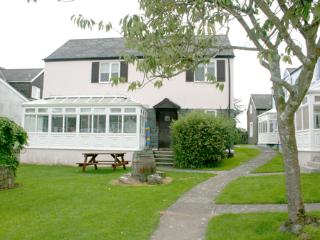 Pet Friendly Holiday Home - Ivy Tower House, Ivy Tower Village, St Florence, St. Florence