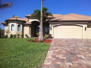 Brandnew Villa on wide canal close to Cape Harbour - Cape Coral vacation rentals