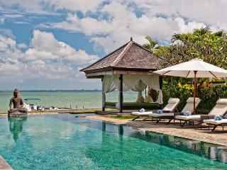 Absolute waterfront villa Selamanya w. speed boat, Nusa Dua