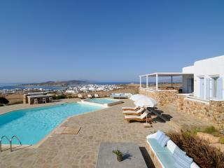 Greek Island Villa with views of the Aegean Sea and within Walking Distance of Town - Villa Belus, Koufonissi