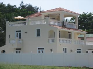 Villa Ocean Mist - Steps From Sandy Beach!!, Rincón