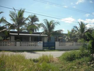 Mike's Holiday Apartments and Guesthouse, Silver Sands