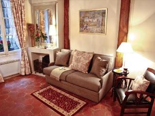 Cute Medieval Rental in Central Paris with Wifi