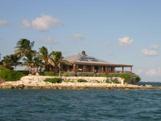 Rent a private island with 25ft boat Pure Luxury, Marathon