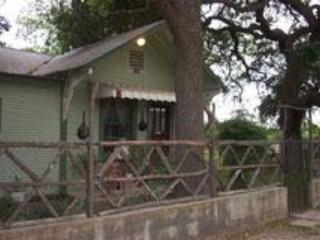 Riley's Creekside Cottage, New Braunfels