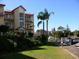 Spacious Seaside Apartment with Great Water Views, Gold Coast