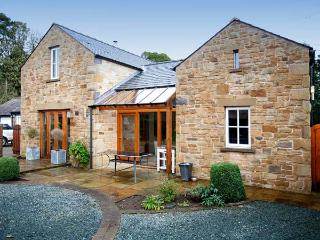 THE PADDOCK, family friendly, luxury holiday cottage, with open fire in Tunstall, Ref 11219