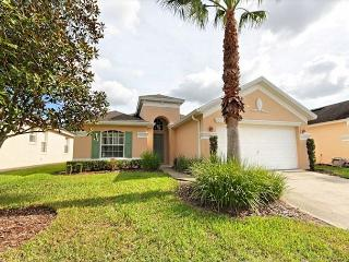 PELICAN PALMS: 3 Bedroom Home with Complimentary WIFI and a Gas Pool Heater, Davenport