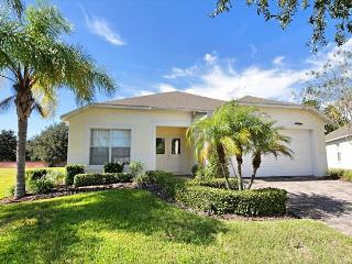 SUNNY SIDE: 4 Bedroom Pool Home in Gated Community with Pool Area Privacy, Davenport