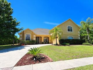 FORMOSA VILLA: 5 Bedroom Home in Gated Community with Secluded Pool and Spa, Kissimmee