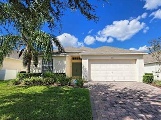 SUNSHINE OASIS- 3 Bedroom Home in Gated Community, Davenport