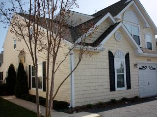 4 bedrooms + loft; 3.5 baths; nice, clean house, Rehoboth Beach