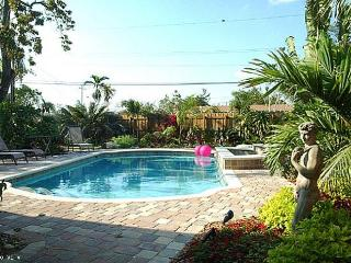 GRAF HILL HOUSE, 2Bed/2Bath Relax in Private Pool!, Fort Lauderdale