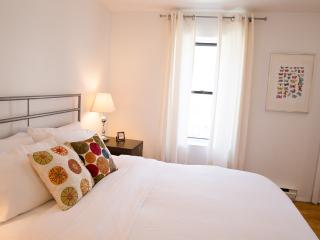 Sunny West Village 3BD/2BA - Prime Location!, New York