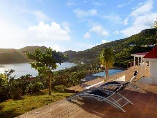 Luminous Summer Breeze with striking hillside & ocean views from infinity pool, Grand Cul-de-Sac