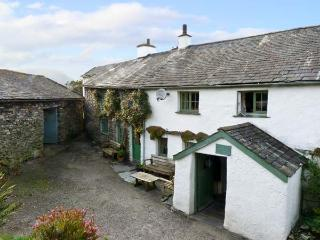 HIGH ARNSIDE, family friendly, character holiday cottage, with a garden in Coniston, Ref 10732