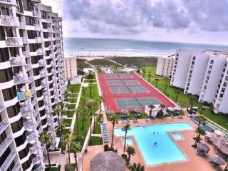 Completely remodeled penthouse at Saida III 3127, beachfront resort w/ pool, palapa bar., Port Isabel