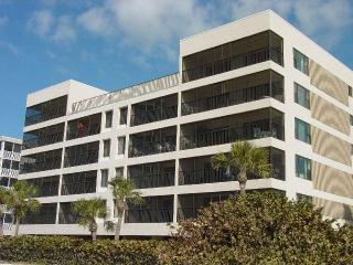 Beautiful Large Beachfront Unit 303 Aire Dam, Madeira Beach