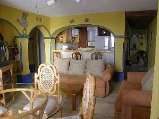 GREAT PRICE!-2 bedroom condo on the beach, Cancun