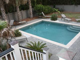 Beautiful 5 Br Home - Private Pool, Short Walk to, Isle of Palms