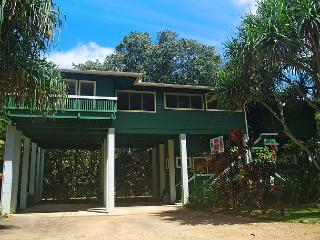 Kauai Tree House: Beautiful Haena home within a gated estate, Hanalei
