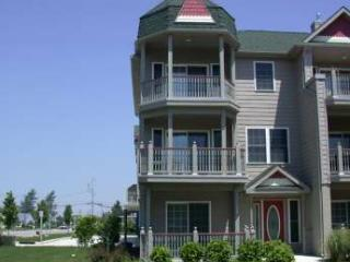 Large Condo with Pool 'The Sandy Clam' 105315, Cape May