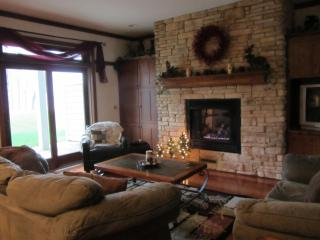 Luxurioius Lakefront Condo with Fall Special !, Marquette