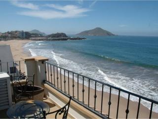 Oceanfront Lurxy Condo  3bd/2ba TS 511 and others, Mazatlan