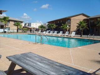 2 bedroom 2 bath condo at beachfront Sea Isle Village!, Port Aransas