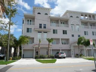 Beautiful  Clearwater  Beach  Townhouse  For  Rent