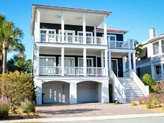 Upscale 5 bd, 4.5 ba with Ocean views and Pool!!, Isle of Palms