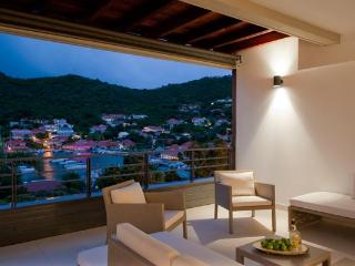 Upscale modern apartment with views of Gustavia harbor WV JNM3