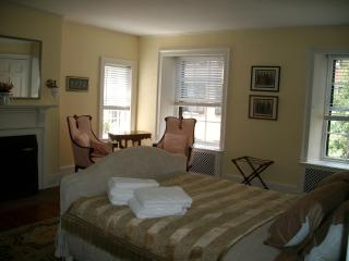 Beautiful Sunny Two Bedroom Historic Beacon Hill, Boston