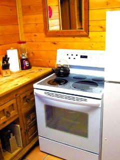 Kitchen with Stove/Oven & Refrigerator
