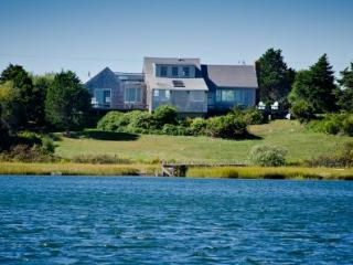 HILL HOUSE ON STONEWALL POND - CHIL RALD-140, Chilmark