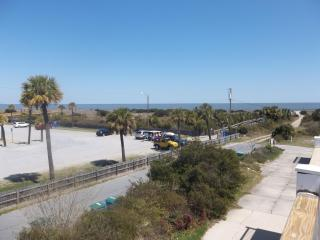 Townhouse w/ views of Tybee Lighthouse and Ocean!, Tybee Island