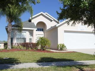 Pearl Villa, Charming Getaway with access to a Gym, Kissimmee