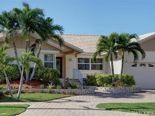 VILLA PARDAIS - Wide Views of The Bay, Southern Exposure!, Marco Island