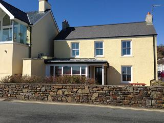 Five Star Pet Friendly Holiday Cottage - 1 Coedmore, Amroth