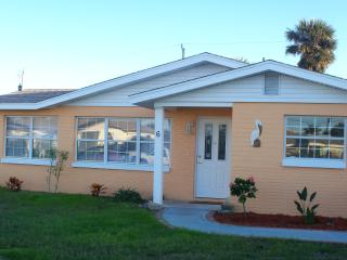 Pelican Place, 2 bedroom Beach House, Ormond Beach