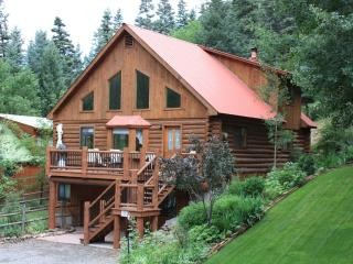 Mountain Getaway Log Home with Endless Views, Ouray