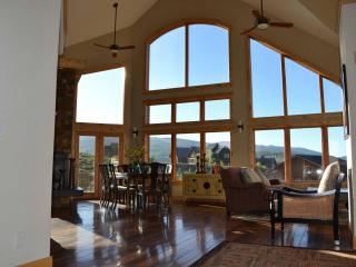 *** HUGE HOME -- Sleeps 17+ -- Awesome Views ***, Crested Butte