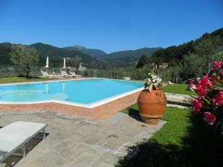 Lucca Farmhouse Villa with Pool, Wifi, and 1 Pizza