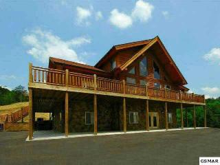 4 Bedroom  Log Cabin w/game room & Theater room, Sevierville