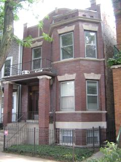 Vintage 2-flat apartment in Chicago's Andersonville Neighborhood