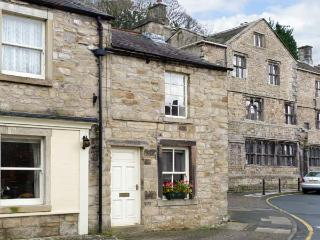 WELL COTTAGE, romantic, character holiday cottage in Settle, Ref 11866