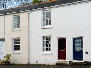 PRIMROSE COTTAGE, family friendly, character holiday cottage, with a garden in Tavistock, Ref 11584