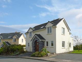 NUMBER 14 KNIGHTS HAVEN, pet friendly, with a garden in Knightstown, County Kerry, Ref 11746